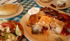 色々なギリシャ料理のサンプルがのったコンボ